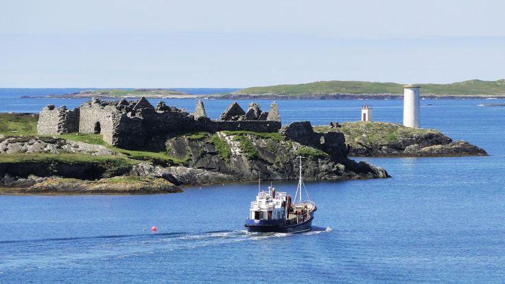 Inishbofin_Harbour.jpg